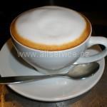 jak napěnit mléko na kávu